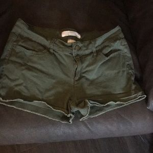 Shorts army green size 11 juniors